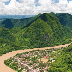 Tour del Laos con attraversamento dalla Thailandia