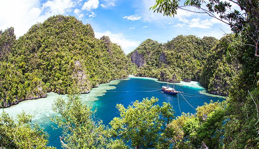 Navigando tra le isole di Raja Ampat