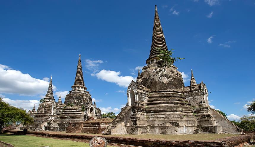 Tre antiche pagode in pietra.