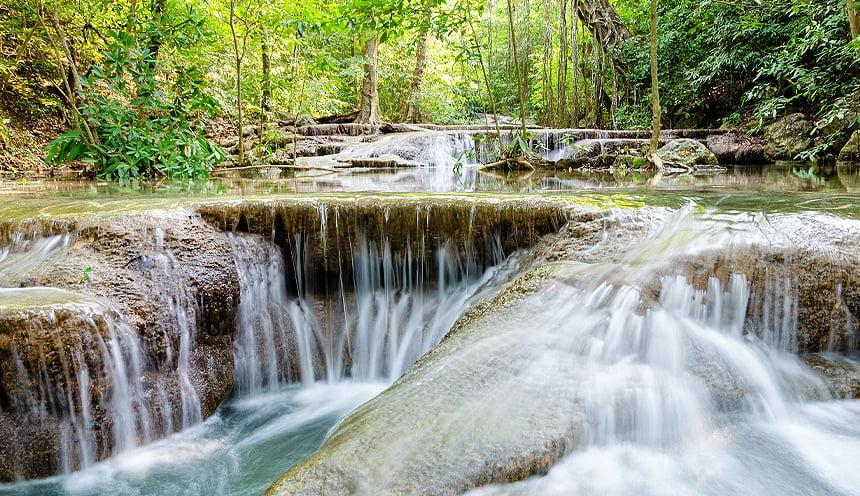 Una serie di bassi livelli di cascate.