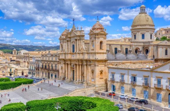 La Sicilia: Tra Barocco e Vulcani